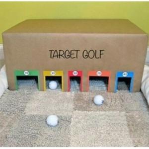 Golfe: uma estimulante brincadeira que vai trabalhar o movimento, concentração, psicomotricidade, coordenação, cores, tamanhos e lateralidade. Usar bolinhas de tênis de mesa.